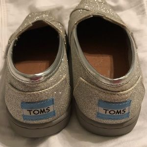 Toms Shoes - Youth Girls Toms silver glitter shoes